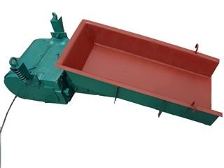 新乡振动料斗厂家解说如何控制振动喂料机槽体磨损